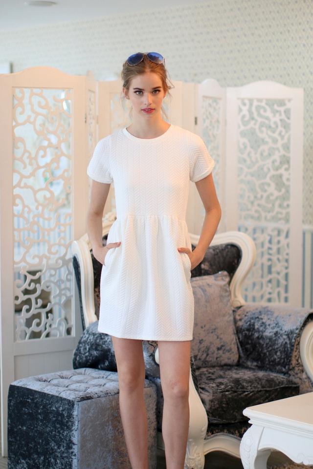 TSW Wonderland Textured Babydoll Dress in White (L)