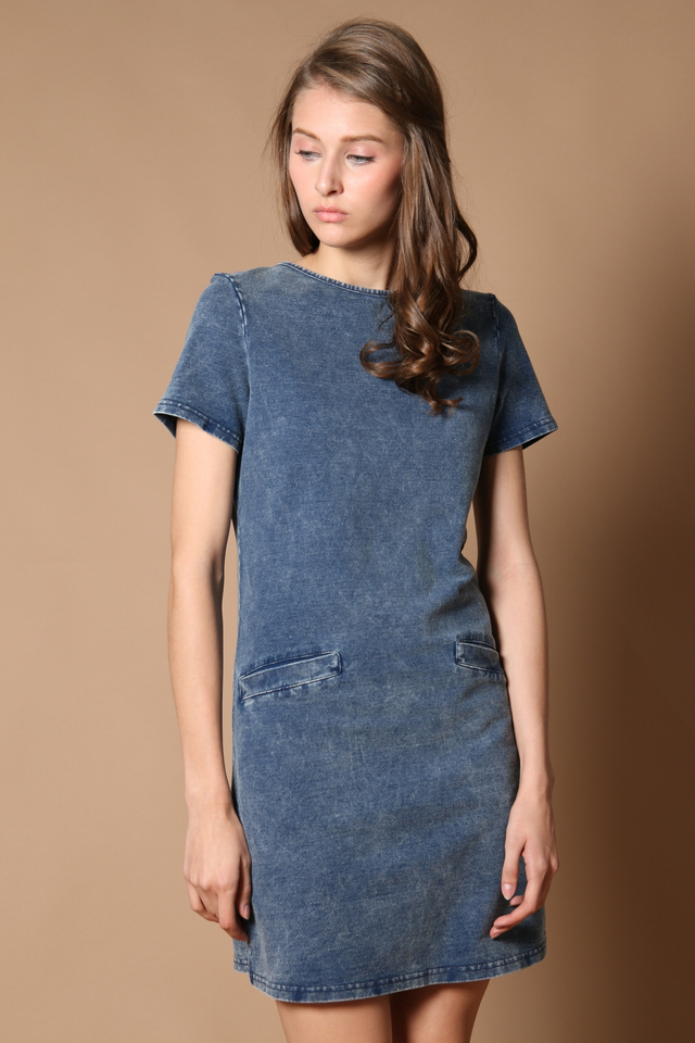 TSW Amara Pocket Denim Dress in Light Denim (XS)