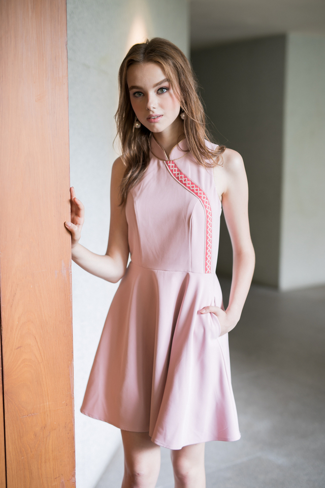 Prosperous Embroidery Cheongsam Dress in Dusty Pink (XL)