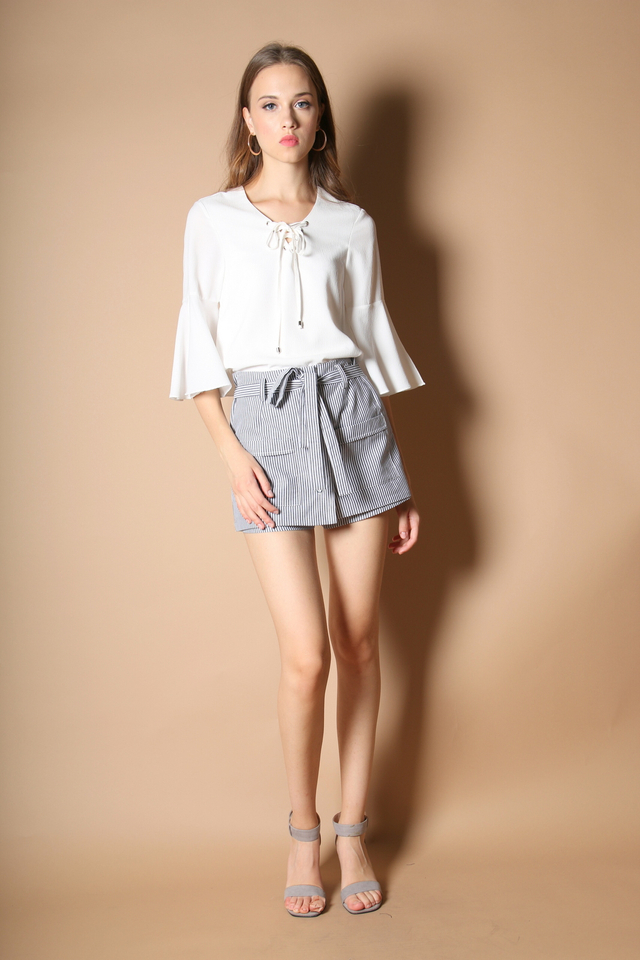 Odelia Lace Up Boho Sleeve Top in White (L)