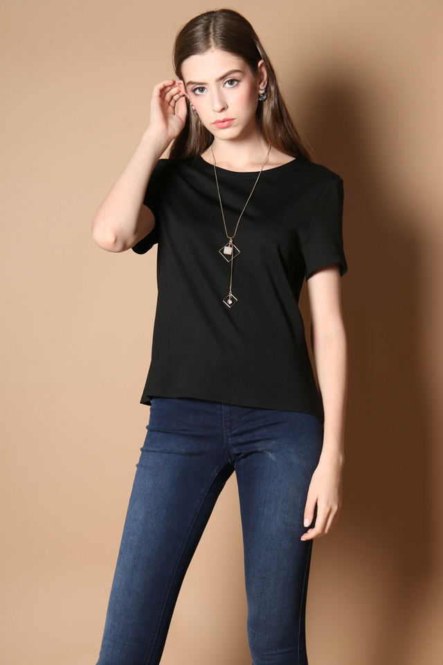 Melby Pleated Back Top in Black
