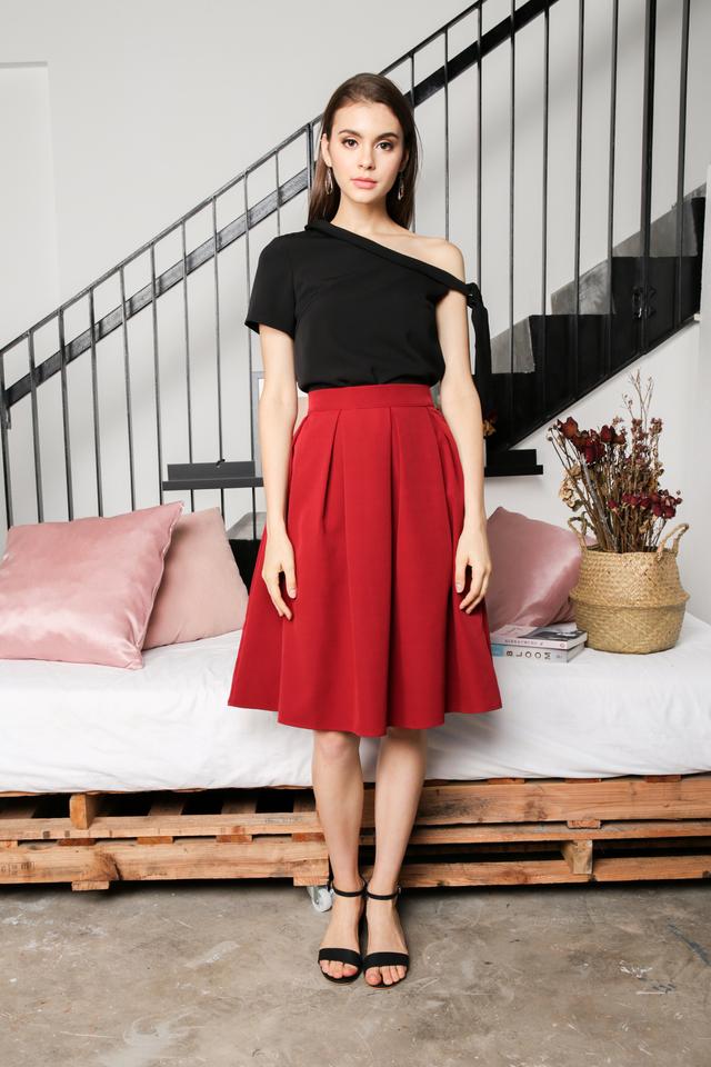 Carissa Pleated Midi Skirt in Red (L)
