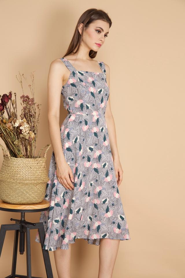 Jaylin Mix Print Midi Dress in White (L)