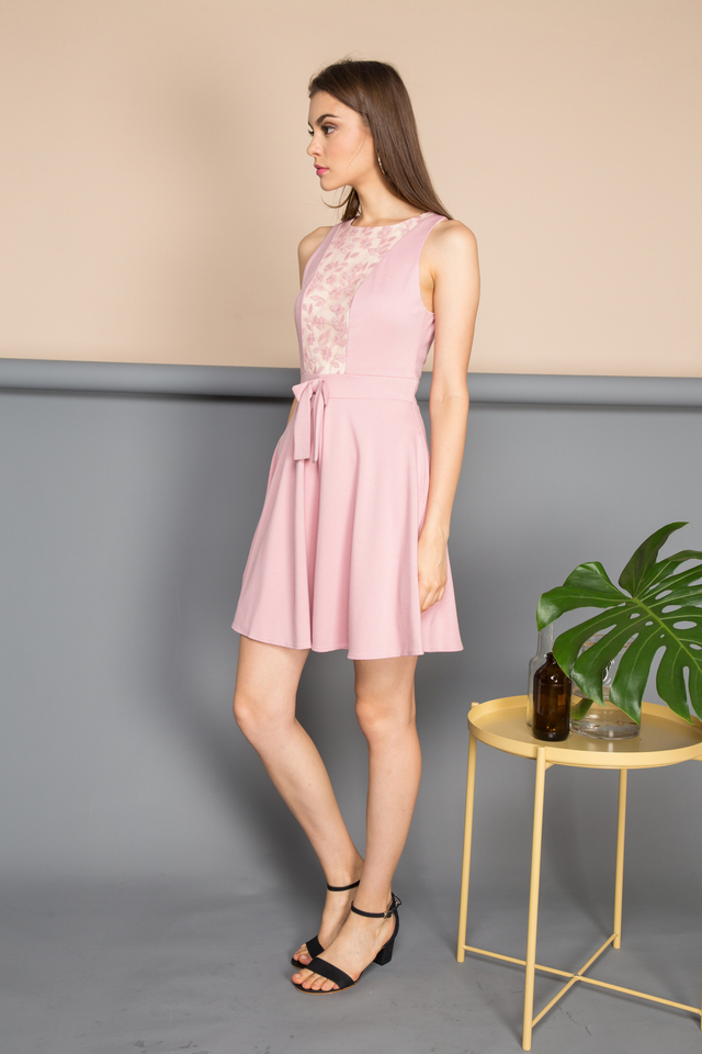 Xenia Front Ribbon Dress in Pink (XS)