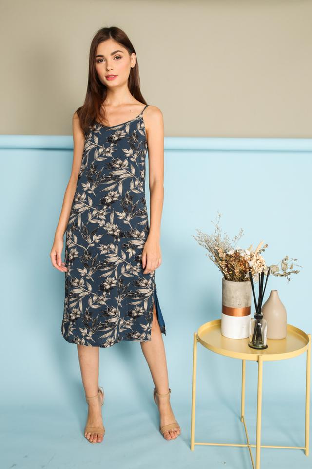 Cerelia Slip On Midi Dress in Blue (L)