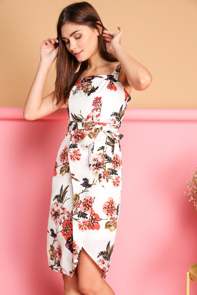 Cira Floral Tie Waist Wrap Dress in White (L)