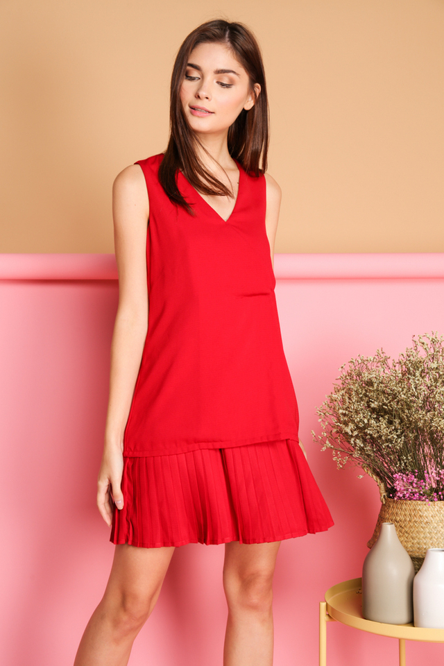 Kailin Layered Pleated Hem Dress in Red