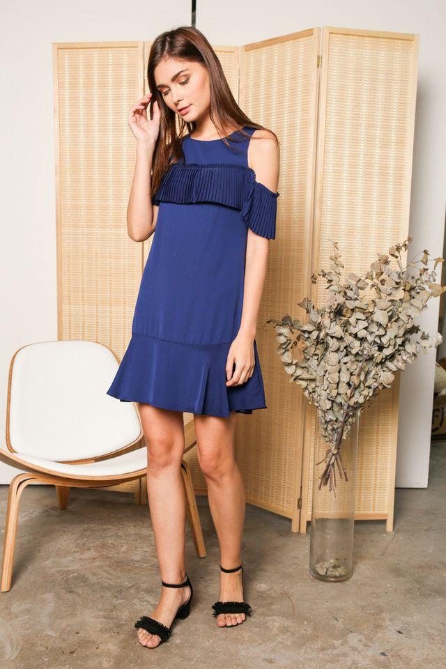 Perla Cold Shoulder Pleats Dress in Blue (XS)