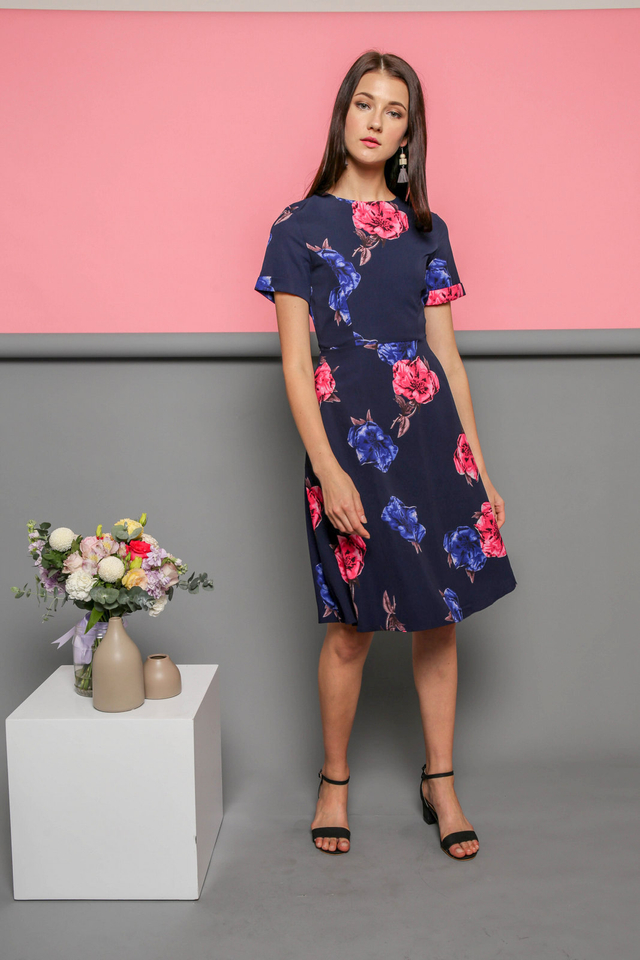 Elodie Floral Midi Dress in Navy (M)