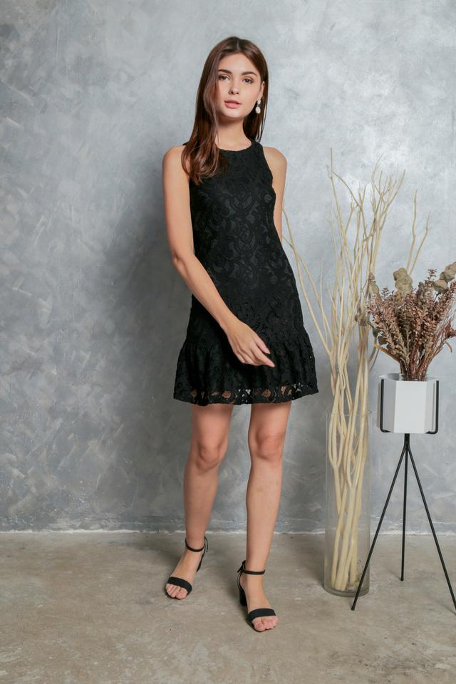Nessia Dropwaist Hem Lace Dress in Black (XS)