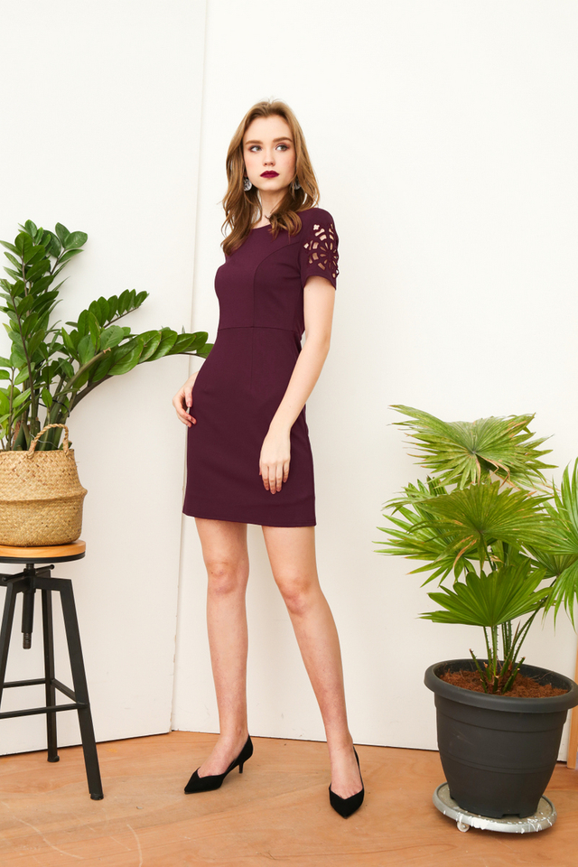 Holly Motif Cut Sleeve Work Dress in Purple