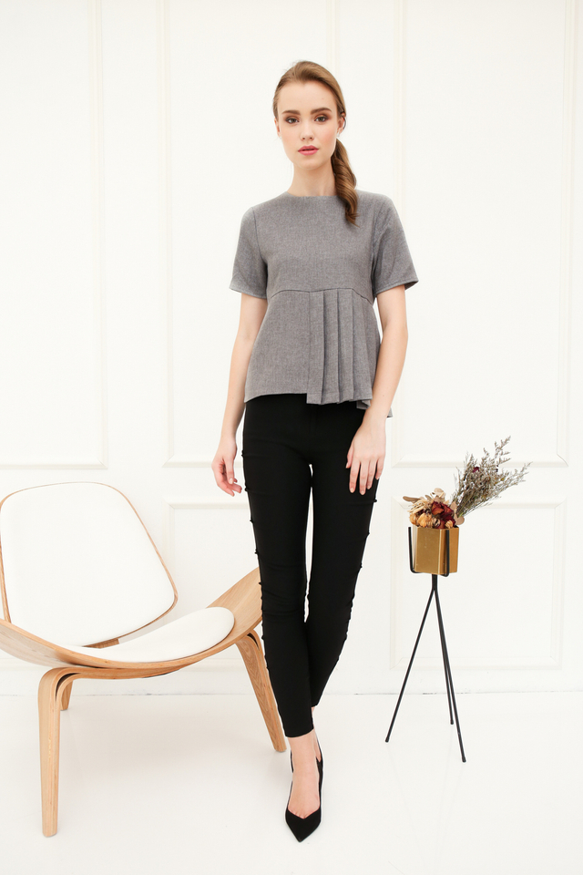 Edelia Pleated Top in Grey (XL)