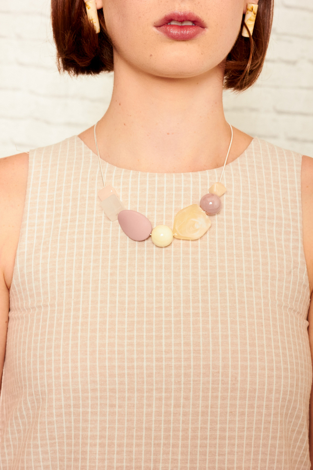 Fenna Pebble Necklace in Pink