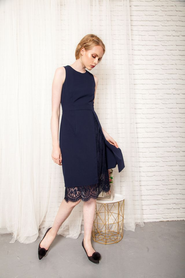 Ismene Overlay Lace Midi Dress in Navy (XS)