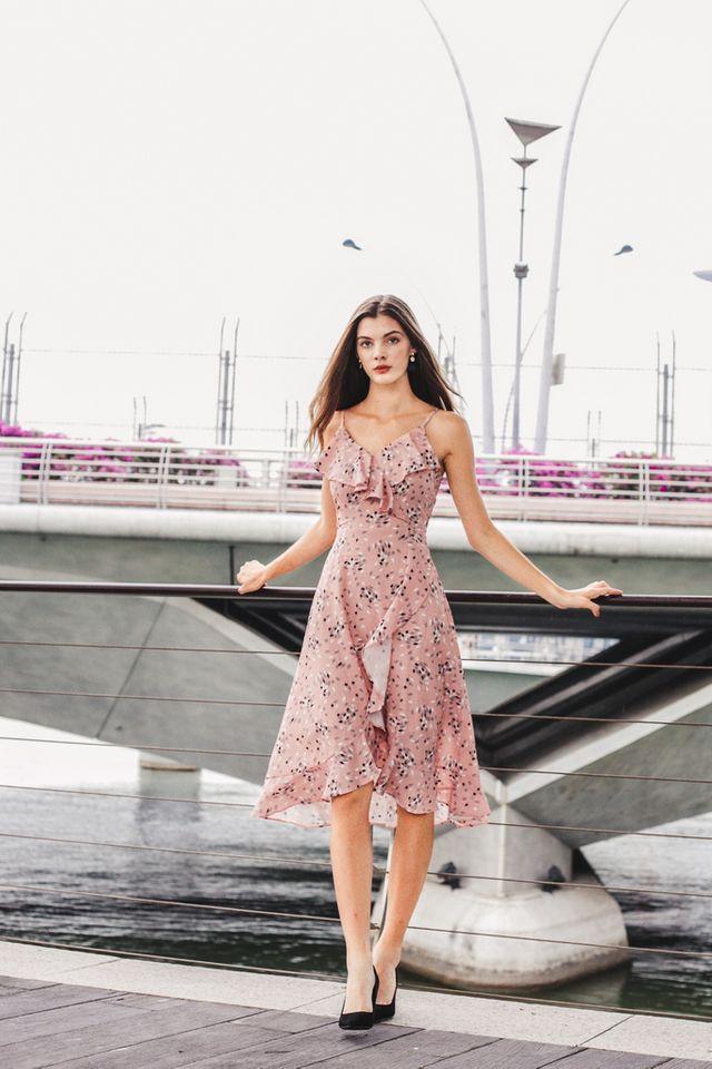 Jaylee Geometric Ruffles Midi Dress in Dusty Pink
