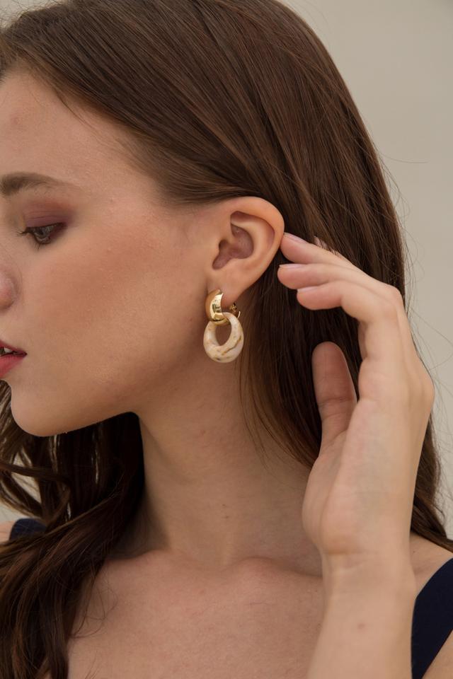 Vallea Marble Earrings in Cream