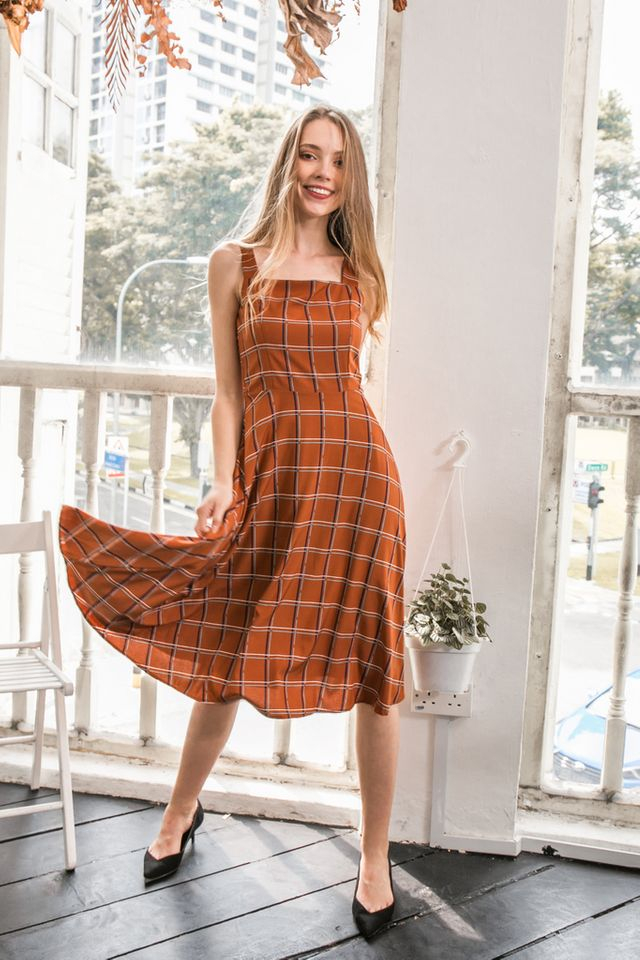 Shaelynn Plaid Midi Dress in Camel (L)