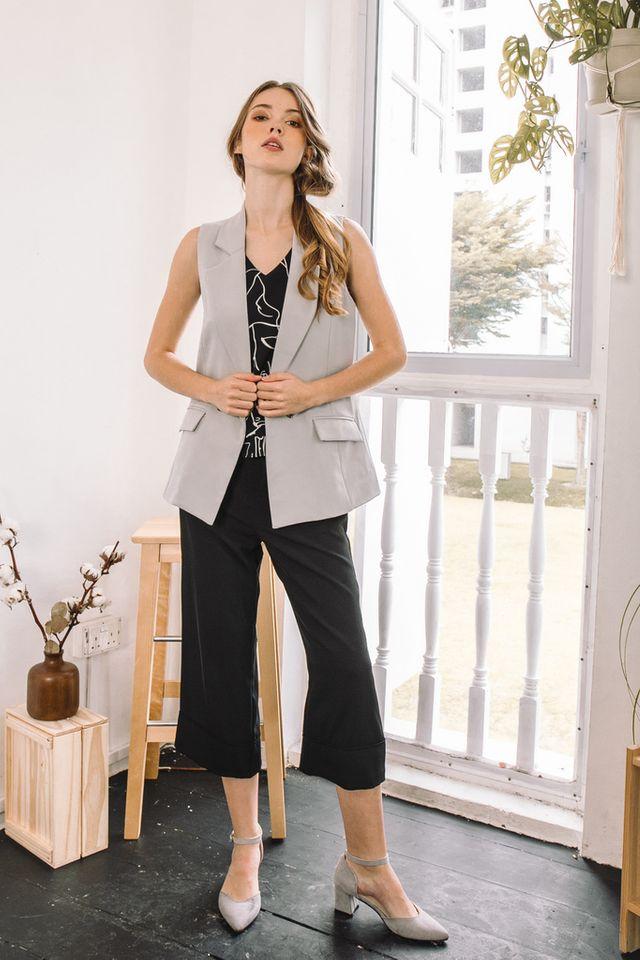 Anais Button Vest in Grey (XL)