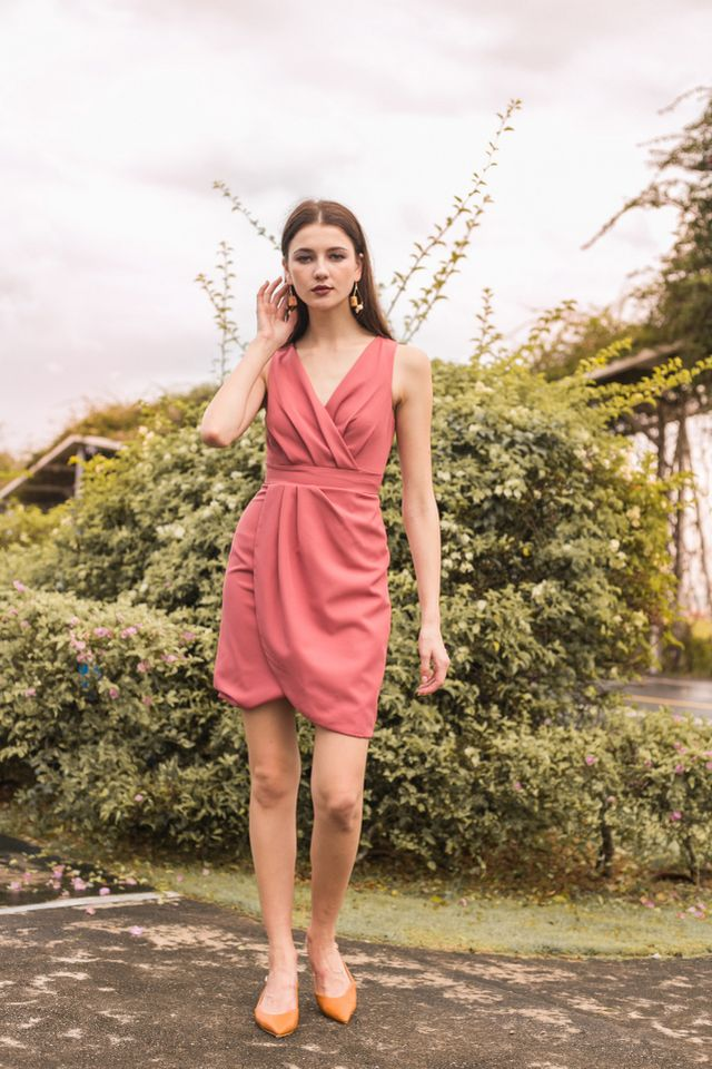 Alanis Petal Hem Dress in Rouge (XS)