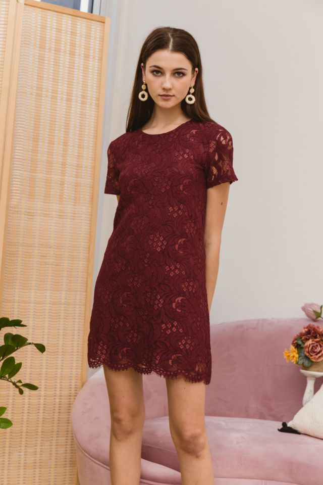 Nerida Lace Shift Dress in Red (XS)