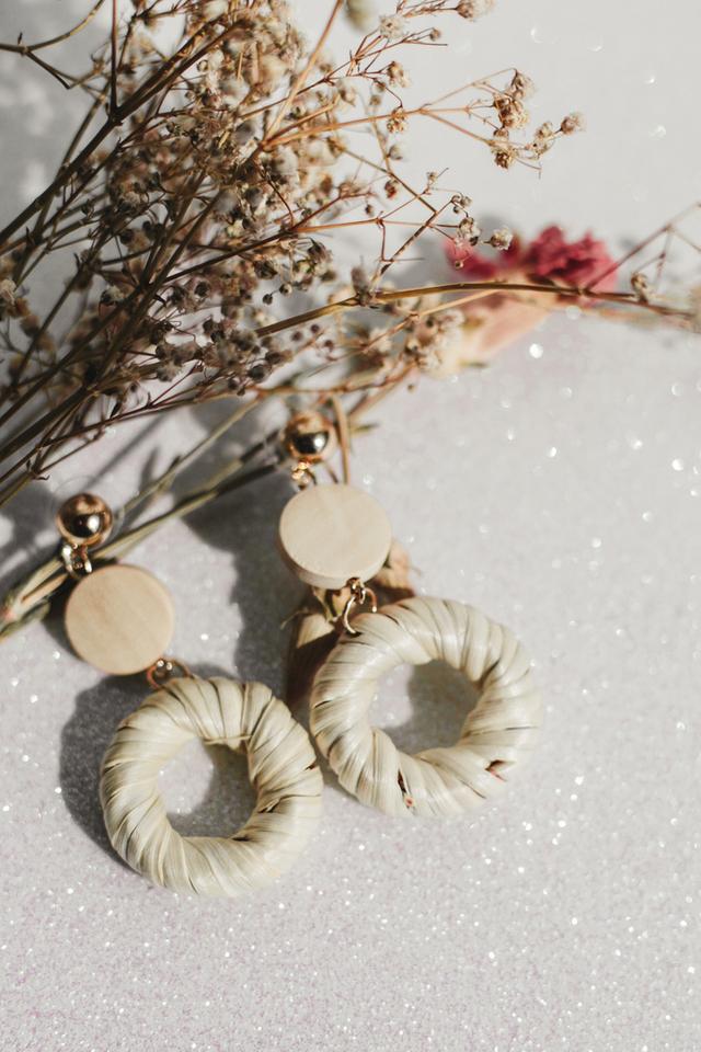 Maida Straw Earrings in Cream