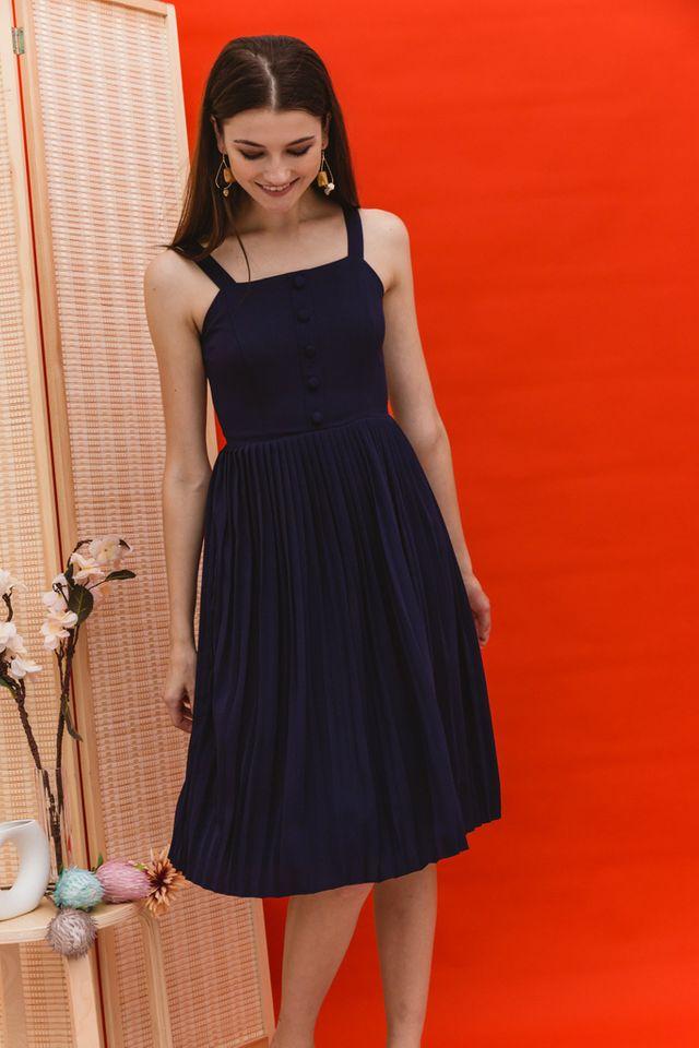 Mariota Pleated Midi Dress in Navy (L)