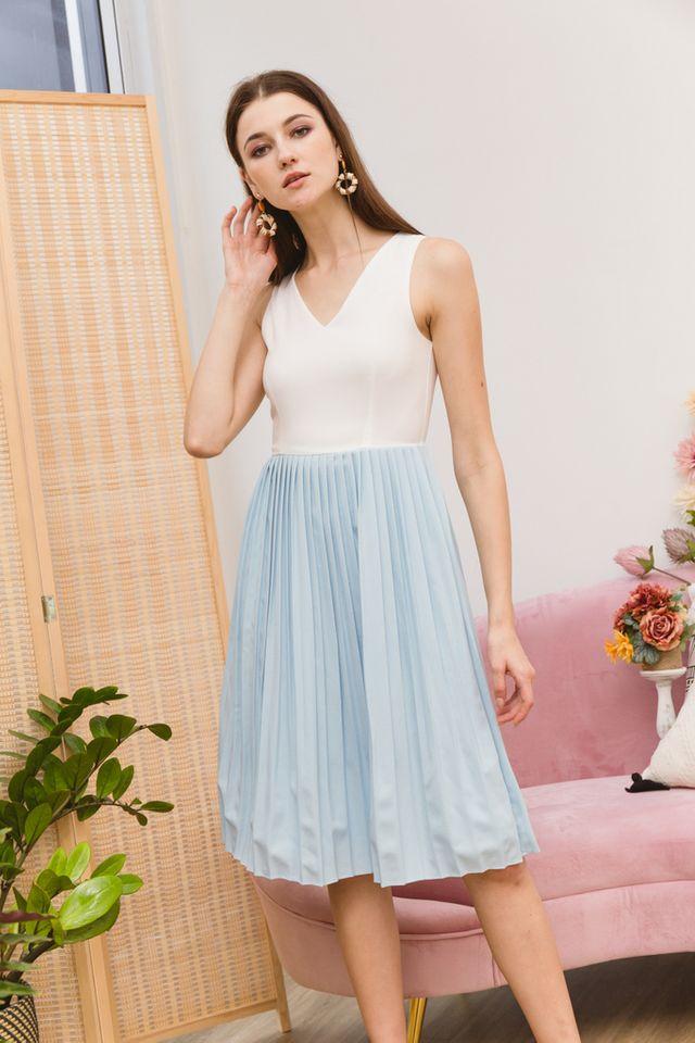 Eryne Two-Tone Pleated Dress in Sky Blue