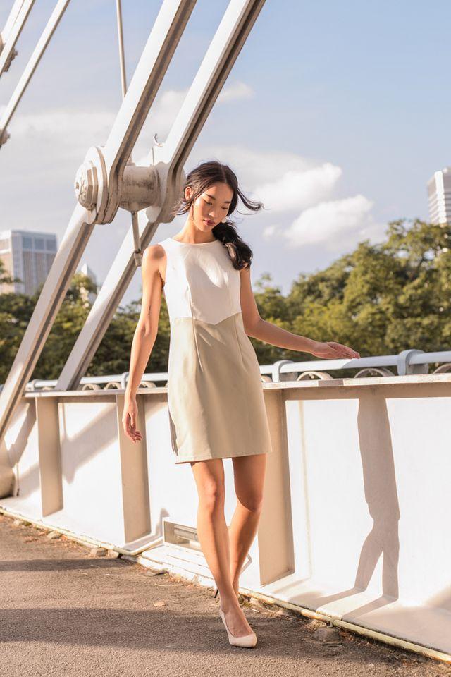 Willa Two-Tone Sheath Dress in Pale Olive (XL)