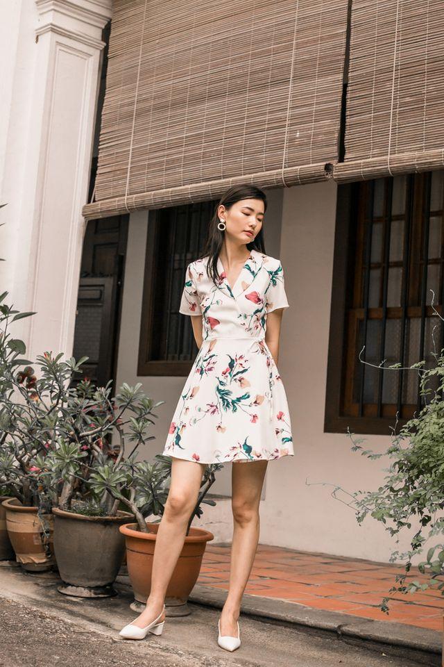 Cecilia Floral Faux Wrap Dress in White (XS)