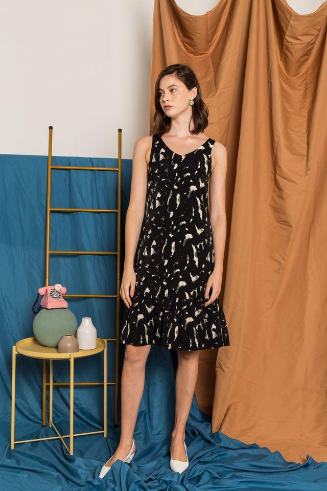 Elvy Abstract Dropwaist Midi Dress in Black (XS)