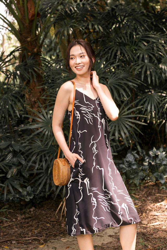 Sherene Abstract Slip Midi Dress in Black (L)