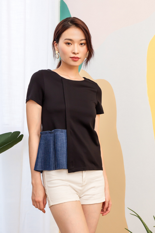 Reeve Side Pleated Top in Black (XS)