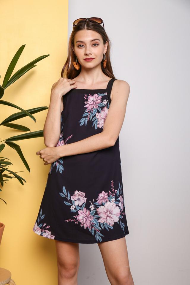 Faylee Floral Printed Dress in Black (XS)