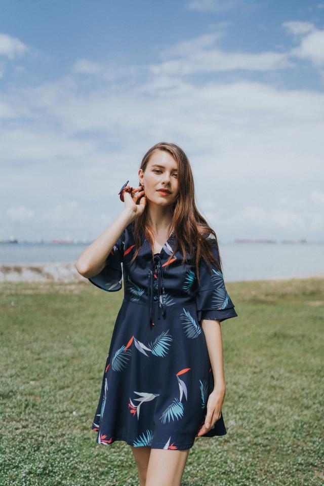 Zyana Printed Ruffle Sleeve Dress in Navy (XS)