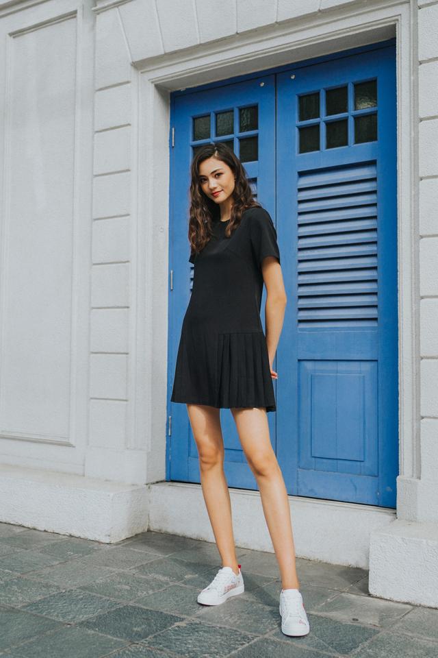 Alycia Side Pleated Dress in Black (XS)