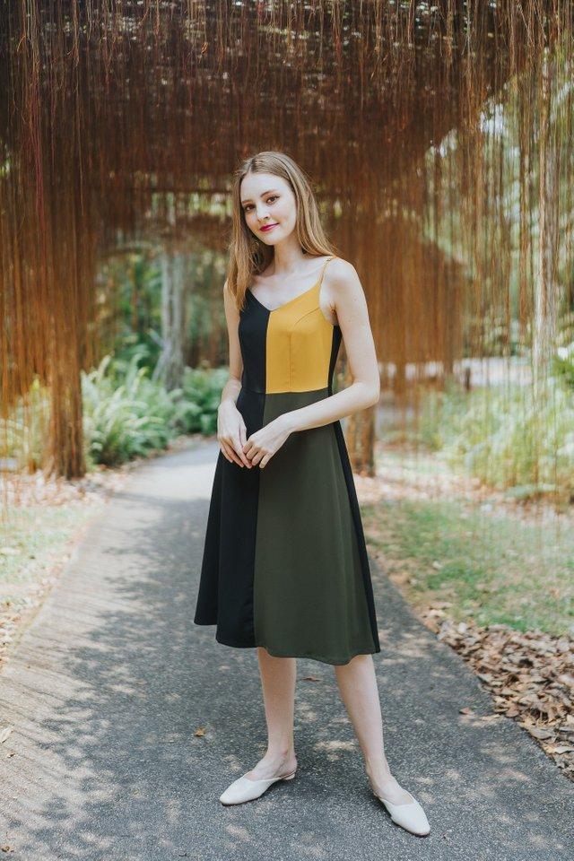 Arely Colourblock Midi Dress in Black