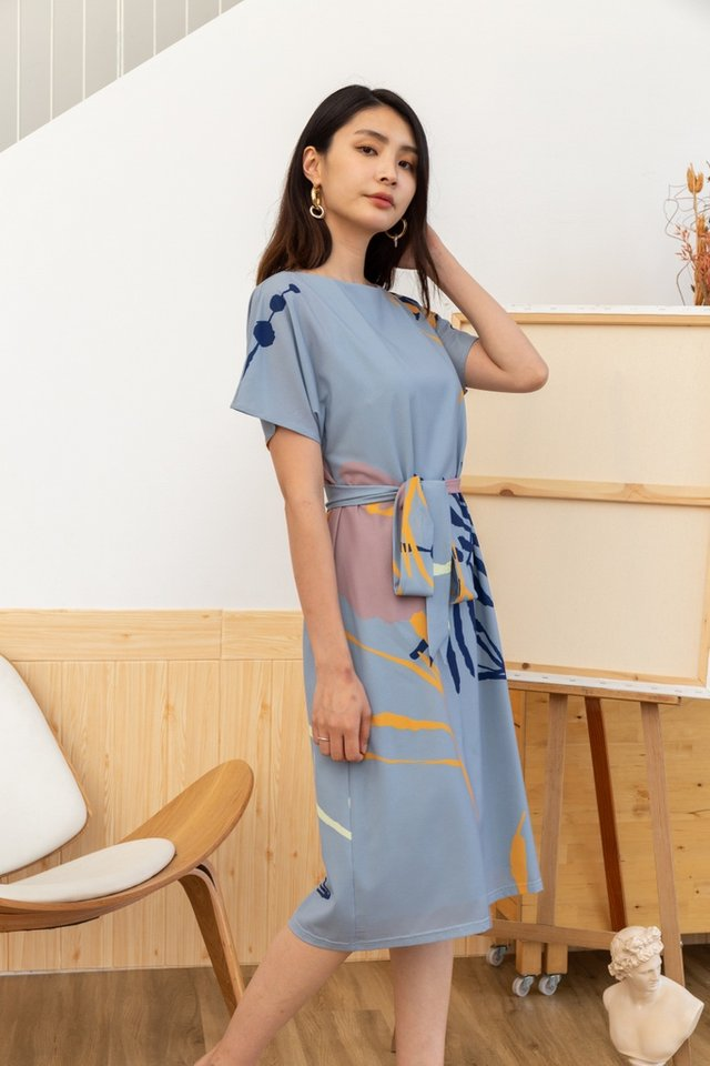 Therese Abstract Sash Midi Dress in Dusty Blue (M)