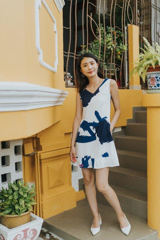 Valeria Abstract Dropwaist Dress in Navy (XS)