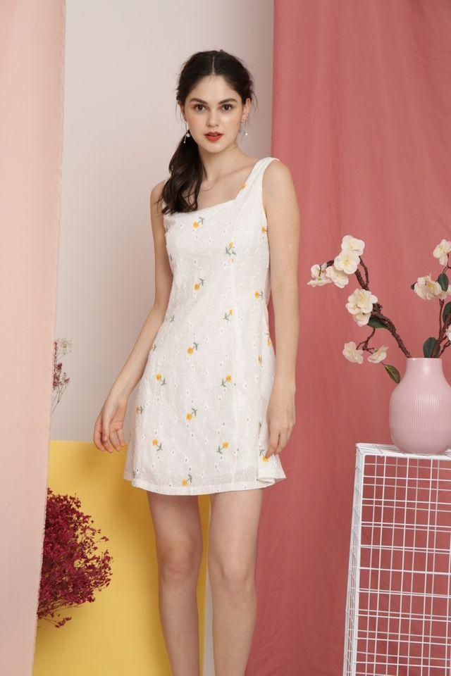 Omma Dandelion Eyelet Dress in White (XL)