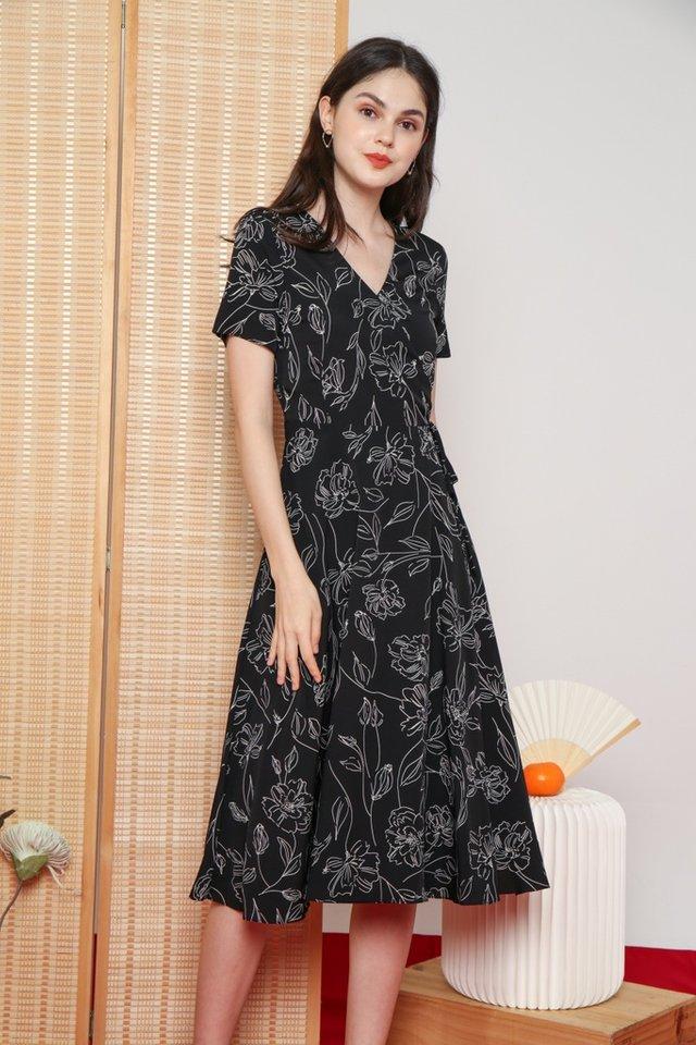 Idella Abstract Floral Midi Dress in Black (XS)