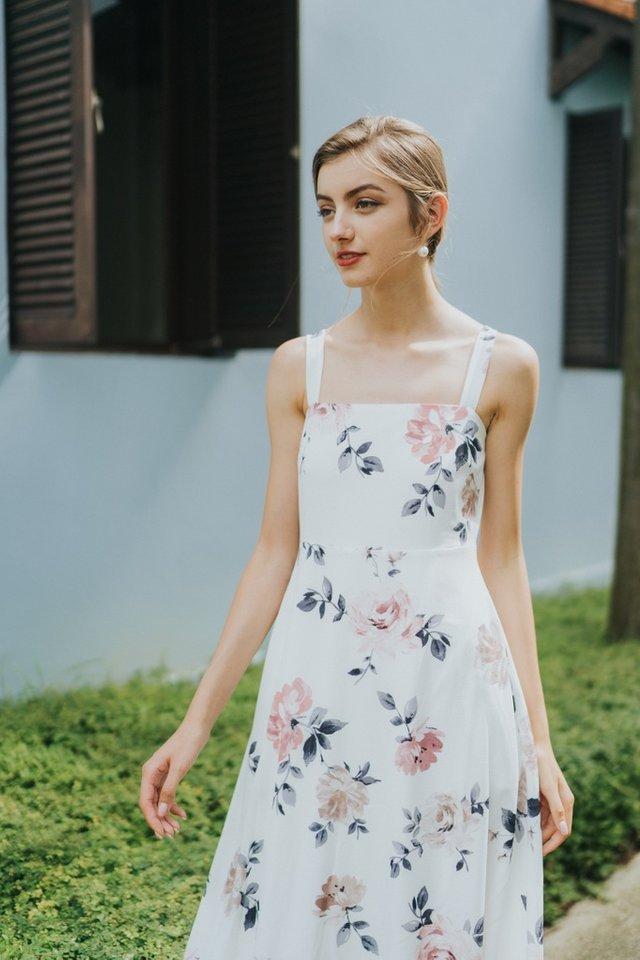 Jaquetta Floral Maxi Dress in White (L)