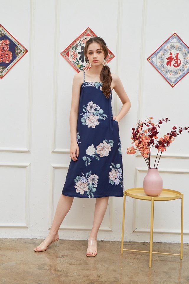 Lucinda Floral Midi Dress in Navy (L)