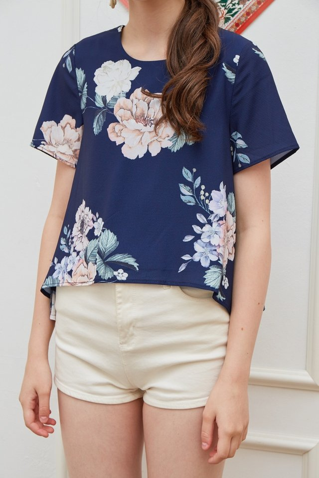 Sharla Floral Drape Hem Top in Navy (XS)