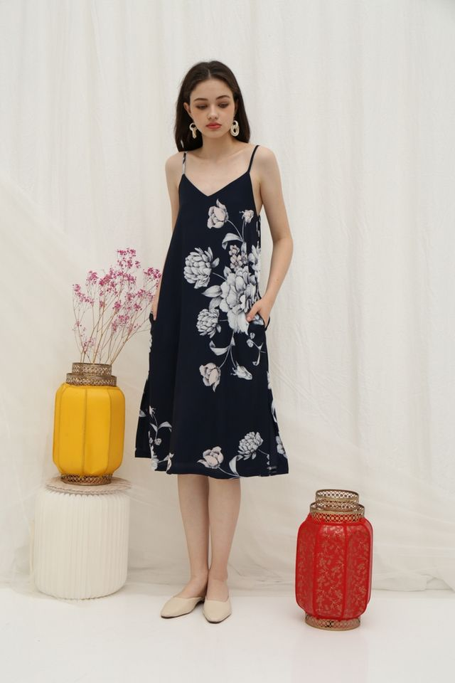 *Online Exclusive* Tammi Floral Midi Dress in Navy