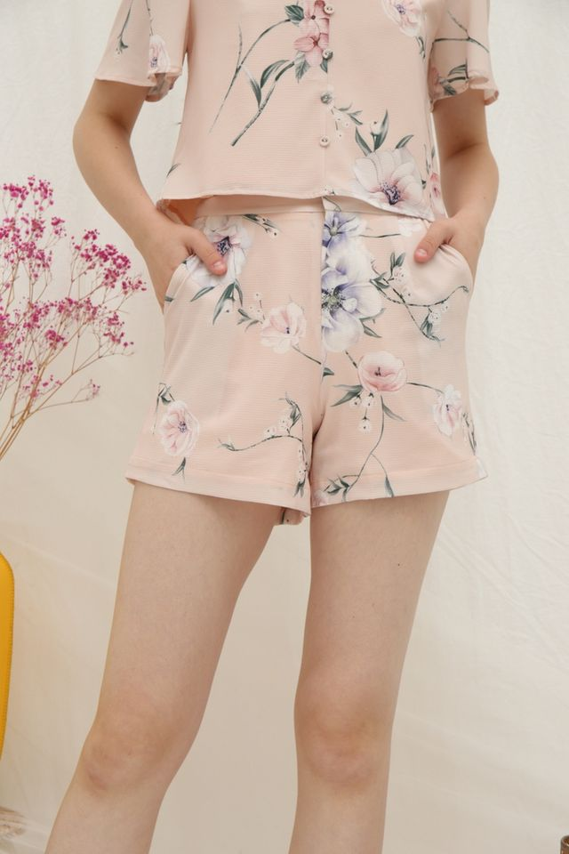 Wilma Floral Pocket Shorts in Peach (XS)