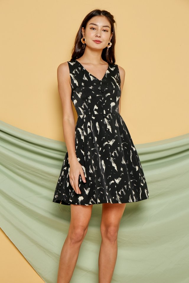 *Online Exclusive* Gabriella Abstract Button Dress in Black