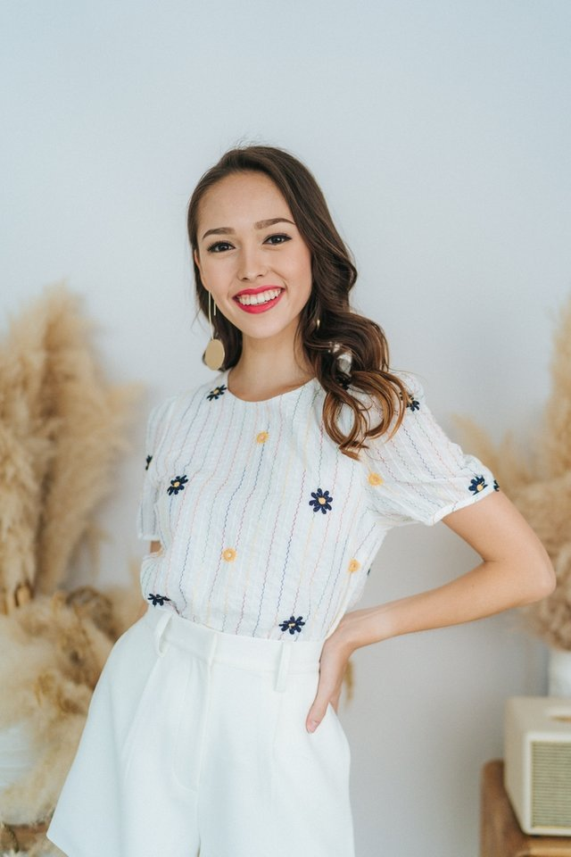 Cara Floral Embroidery Puffed Sleeves Top in White