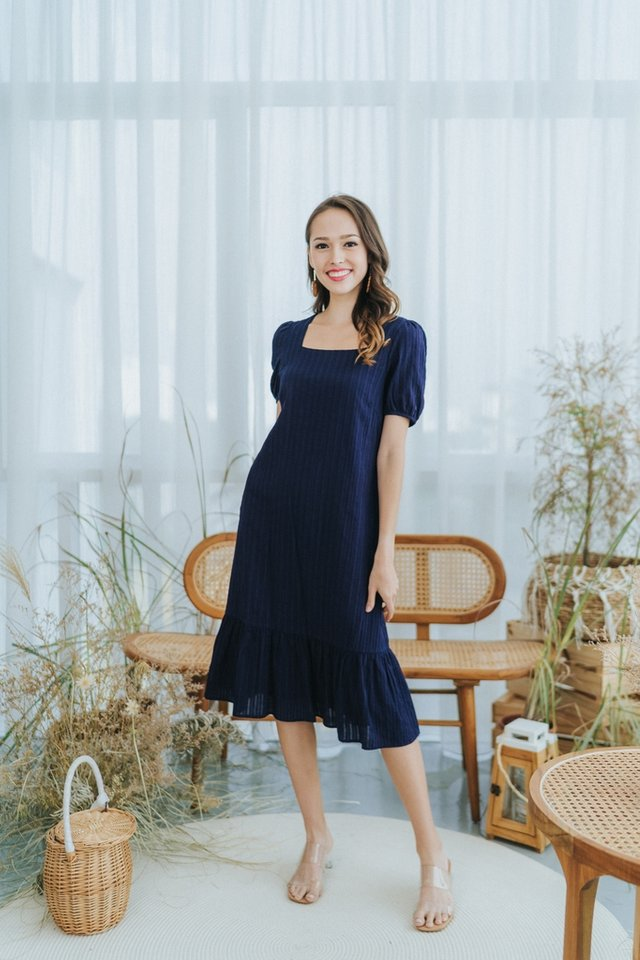 Mae Textured Puffed Sleeves Midi Dress in Navy