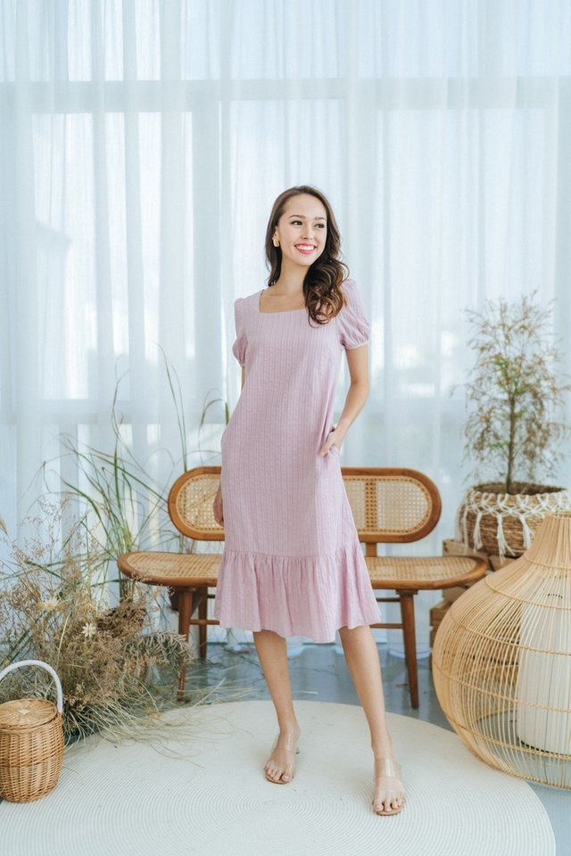 Mae Textured Puffed Sleeves Midi Dress in Pink