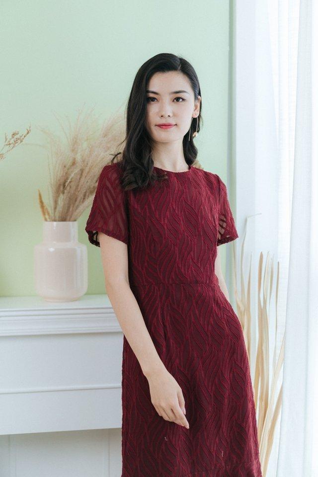 Jacie Leafy Textured Midi Dress in Wine